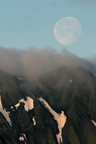 Early morning moonrise