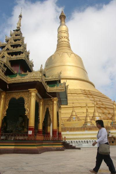 Noon at Shwemawdaw Pagoda