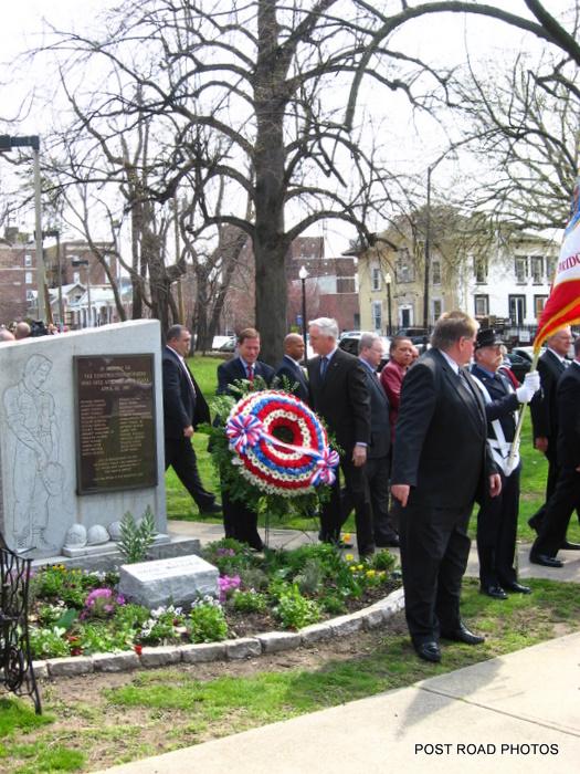 20110418_Bridgeport_CT_LAmbiance_Plaza_Memorial_2011-06.JPG