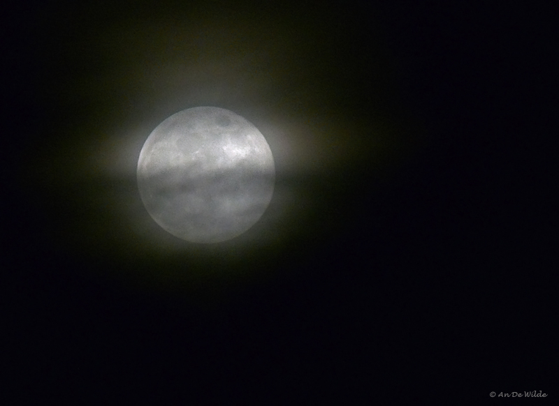 clouds around the moon