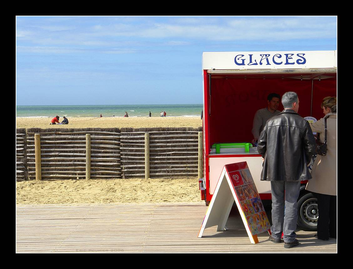 Deauville la plage, les glaces, les planches.
