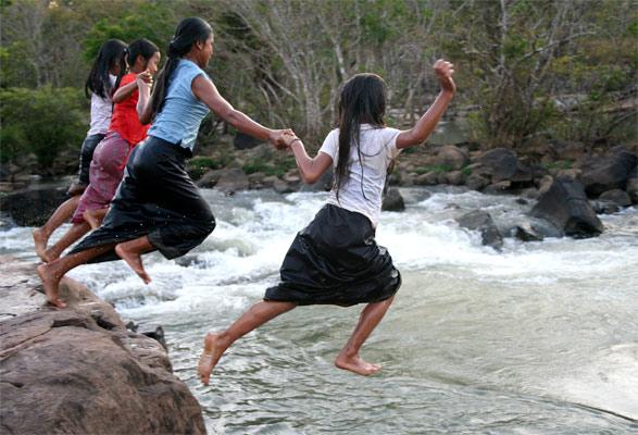 Jumping Girls. Tad Laaw