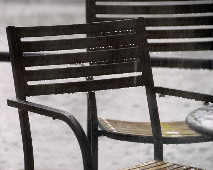 ds20060624a_0042a1w Chair in the Rain.jpg