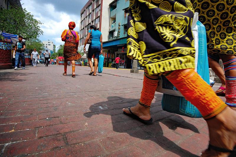 wini - the Kuna indians leg  band