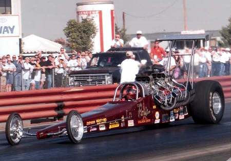 Domenic Paris duel<br>hemi engine dragster
