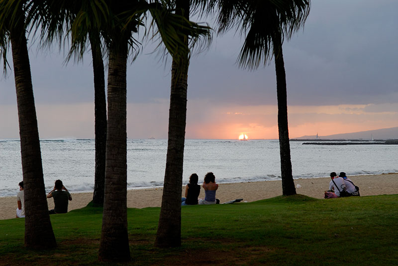 76 Sunset couples in Waikiki.jpg