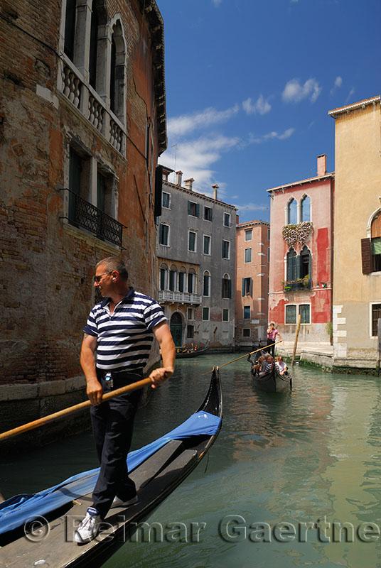 139 Gondola and canal 5.jpg