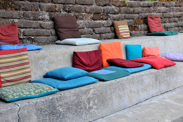 Colorful cushions to watch entertainment