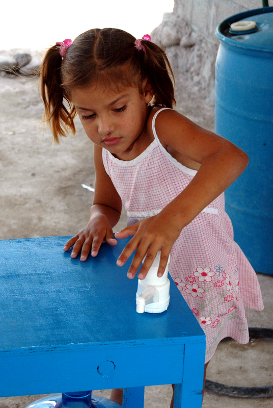 La Mesita Azul includes a safe water storage container and hand pump