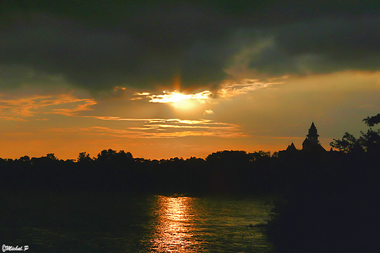 IMG_1569 - Sun Set MegicKingdom 1 copy.jpg