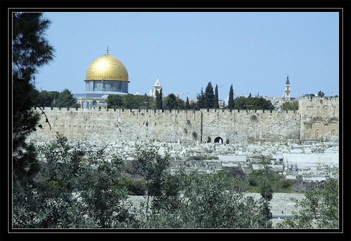 Haram el Sharif and the ancient wall