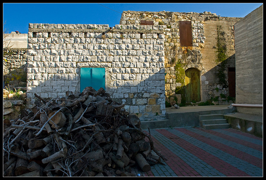 Yanuch - the Druze village / a typical alley