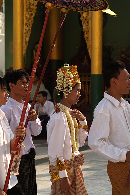008 - Ceremony, Swedagon pagoda