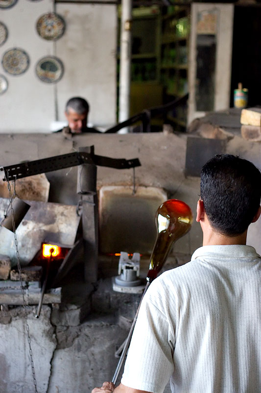Making glass - Hebron