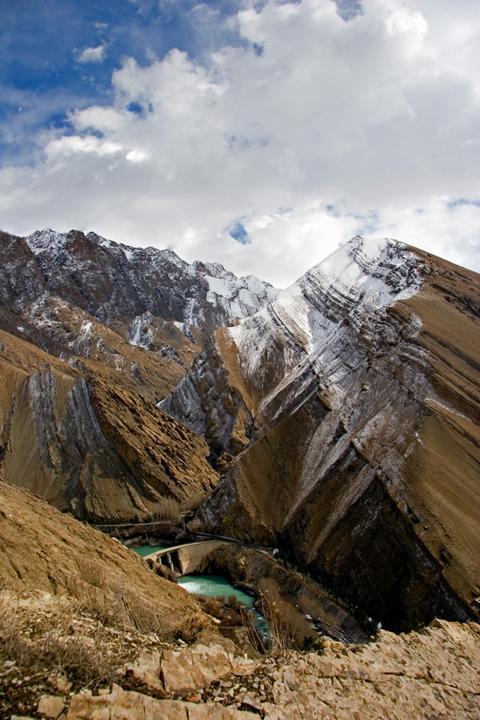 Dam, Mountains