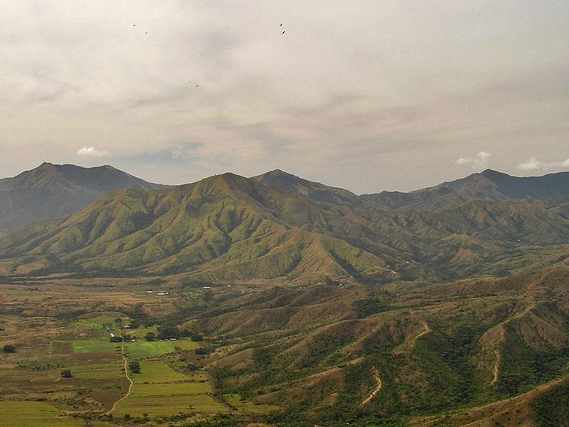 Valley and mountain / Valle y montaña