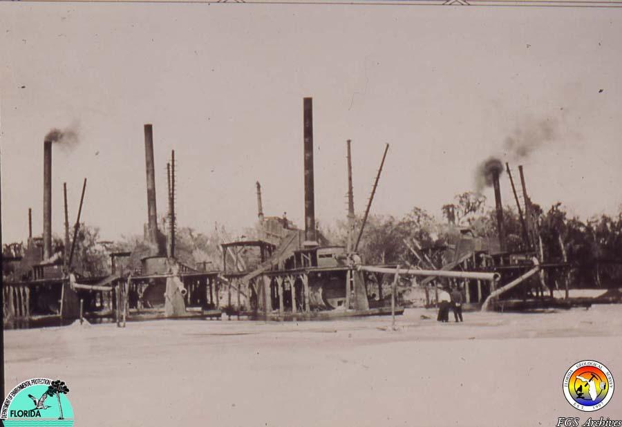 Dredging River Pebble Phosphate 1908 near Arcadia.jpg