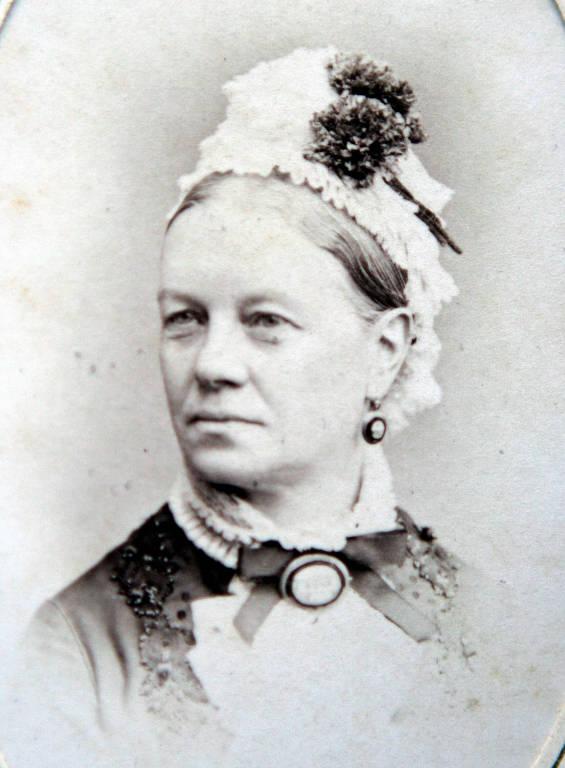 Arabella Goldthorp (Brown)