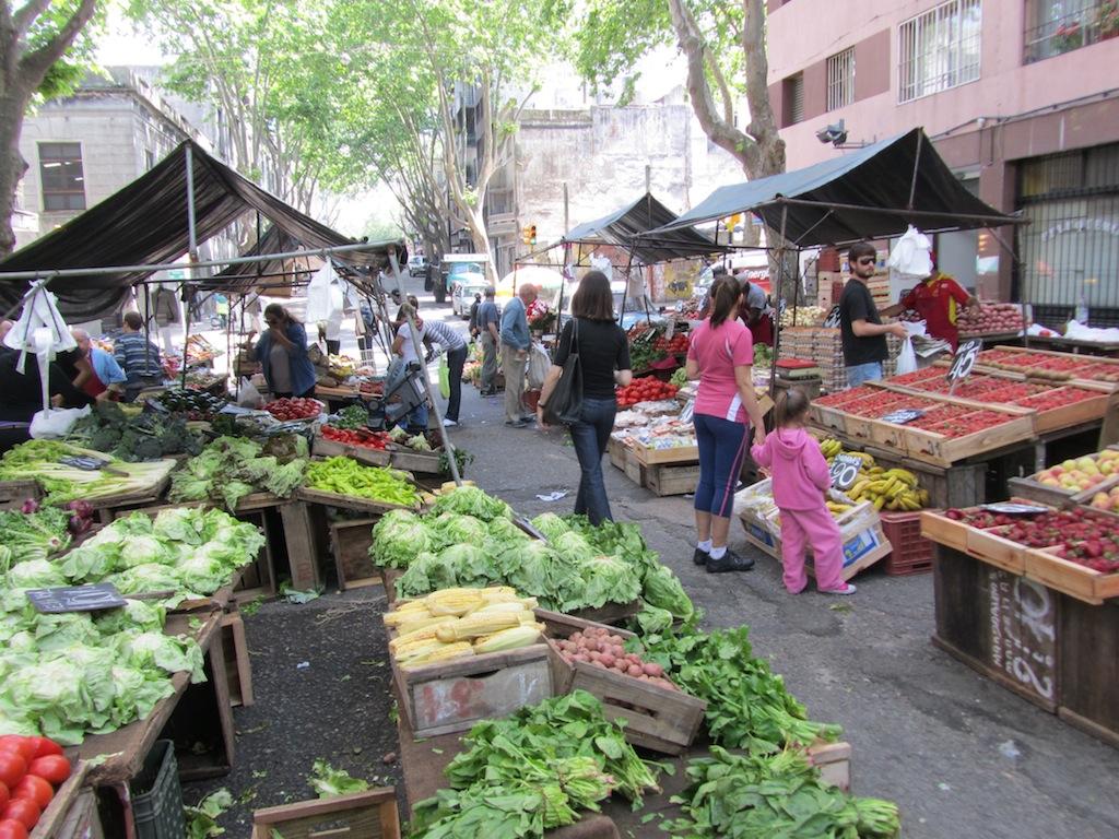 a weekly food market