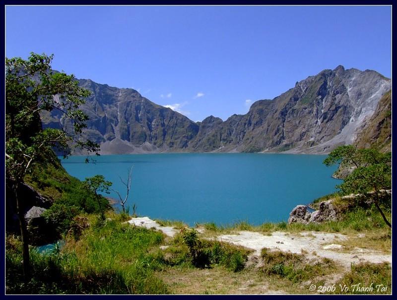 Pinatubos crater lake