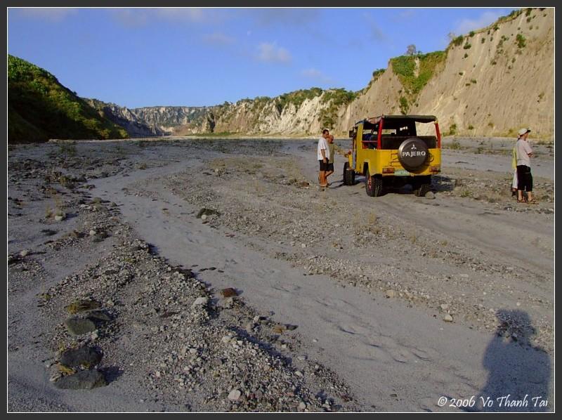 Road to Mt Pinatubo (dormant volcano)