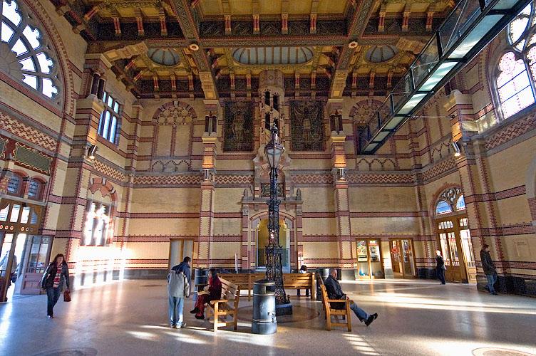 Groningen, hall of central station