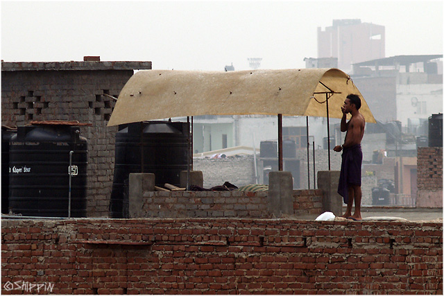 7:00 am, on the roof in New-Delhi.