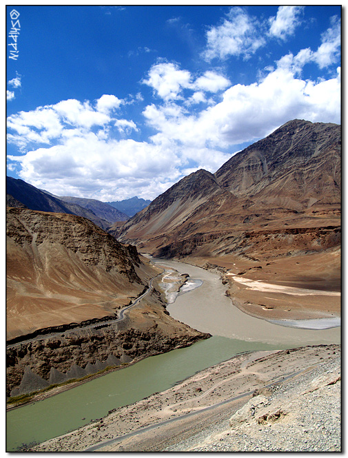 Two rivers meeting in Ladakh, each with his own color.