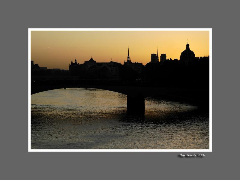 Bridge and ile de la cite at dawn 2