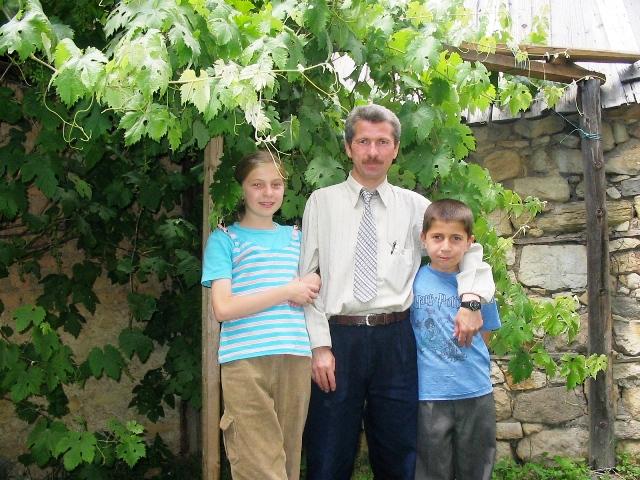 Sefa and Özlem with their father Fahrettin Effendi, Kastamonu