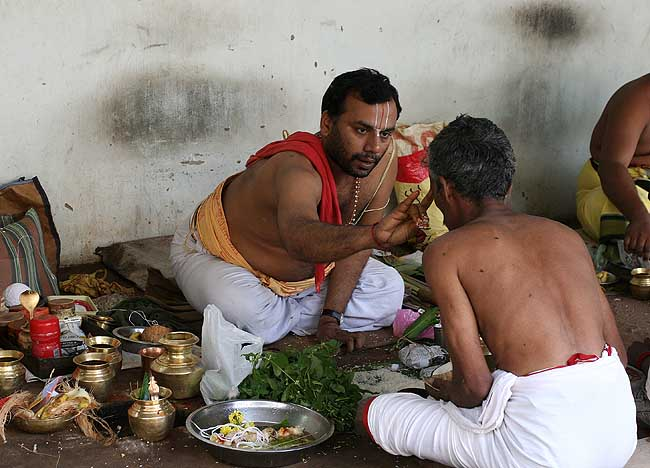 Another ritual for the anniversary of a father´s death in Srirangam, Tamil Nadu.