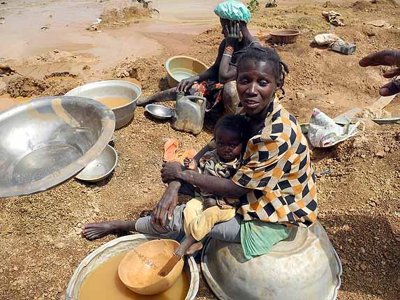 Gold mining at Kassola, near Tiébélé, Centre-Sud Region, Burkina Faso