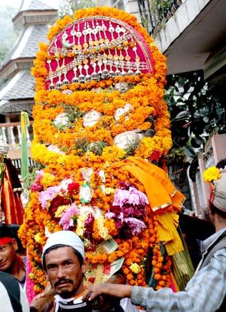 Kullu Dussehra, Procession of the Gods