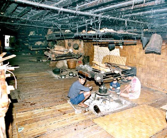 Nyishi longhouse, 1 fireplace per family
