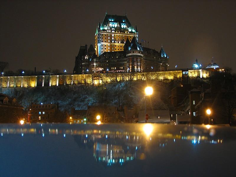 Le château Frontenac  éclairé