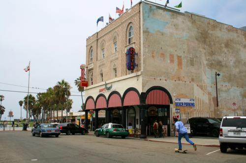 3938 Dennys Hostel Venice.jpg