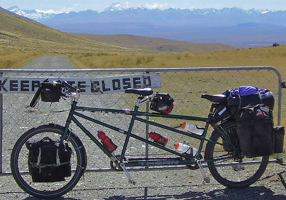 040  Dave & Jo - Touring New Zealand - Thorn Raven Discovery touring bike