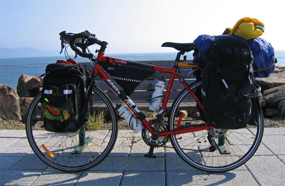 107  Olivier - Touring Quebec - Devinci Caribou touring bike