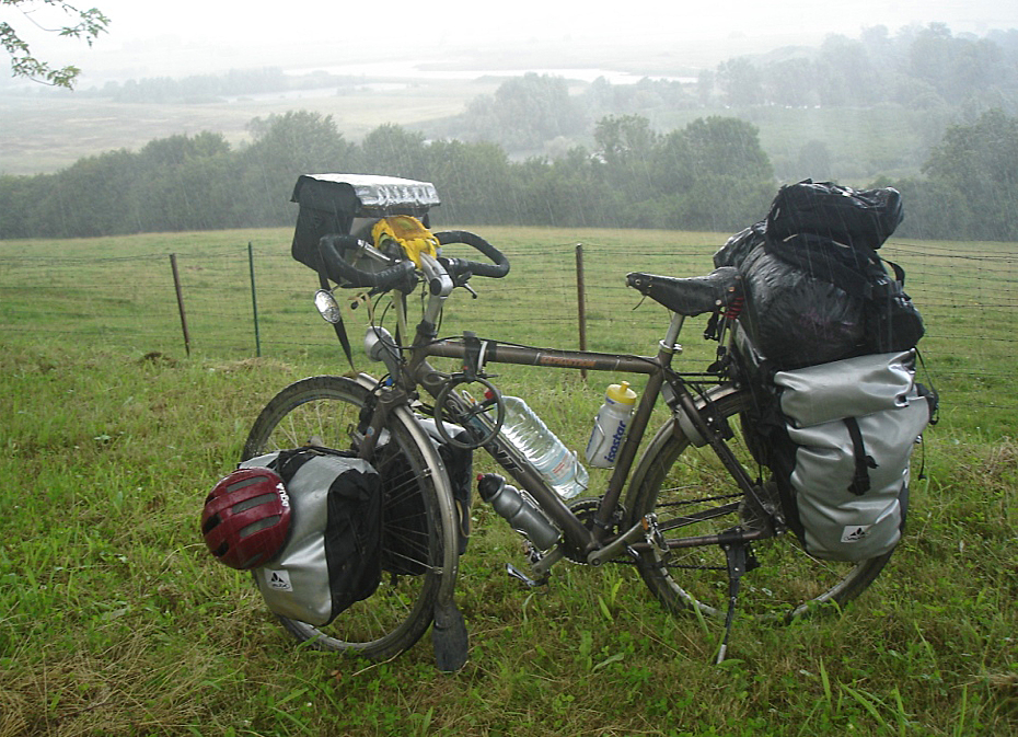 256  Ad - Touring France - Giant Expedition touring bike