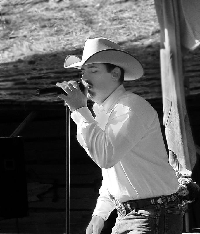 11 16 05 Milam Settlers Day Singer,  olyuz.jpg