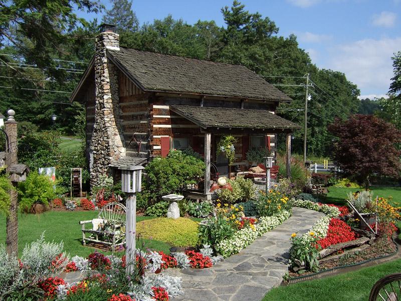 045 Azalea Garden Cabin