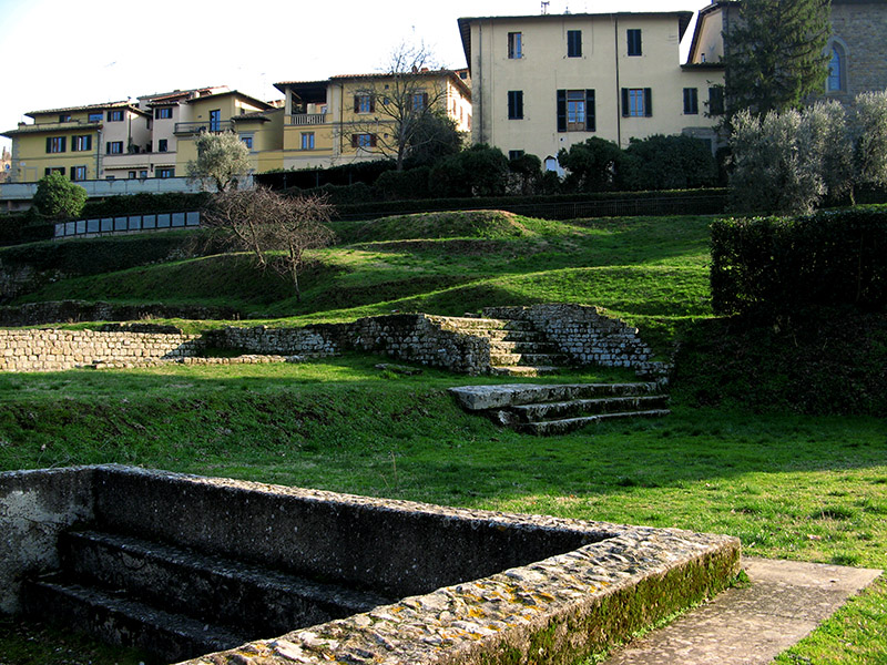 Houses overlook the ruins of Roman baths<br />8413