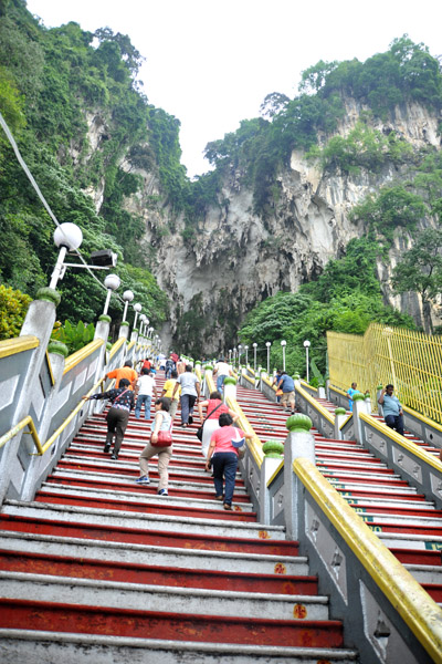 272 steps lead to the main cave