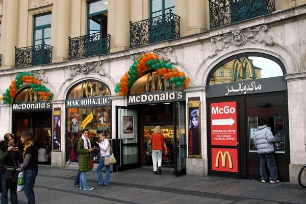 Multilingual McDonalds, Karlsplatz