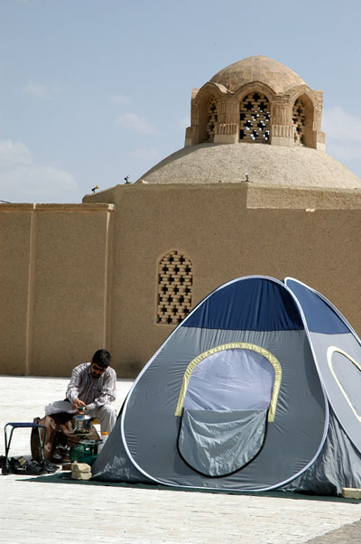 Iranians camp everywhere during No Ruz