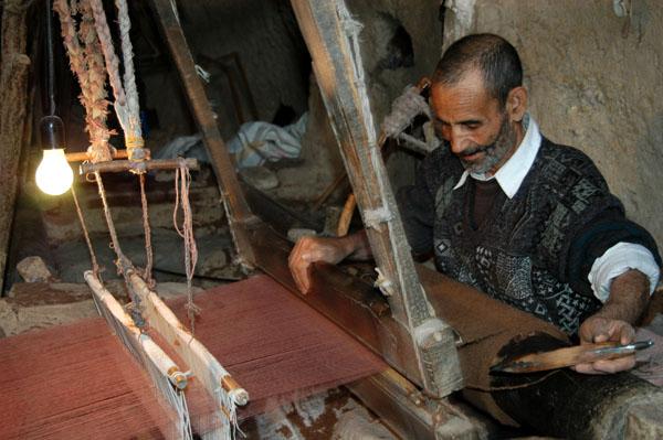 Weaver at work, Nain