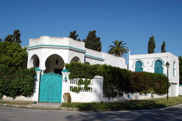 Carthage is an upscale suburb with large villas, embassies and the Presidential Palace (no photos!)