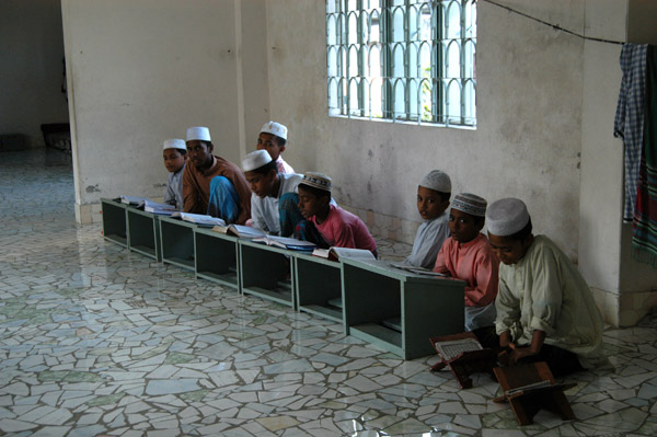 Pupils studying the Koran