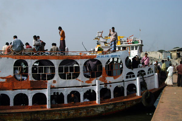 Leaving our ship at Fatulla after a short 45 minute cruise down the Buriganga River from Sandar Ghat