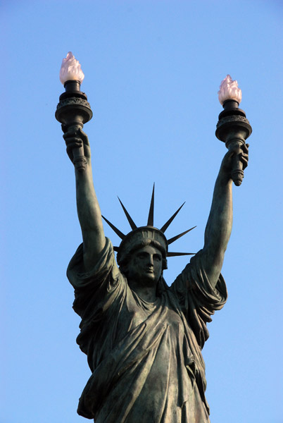 Cadaqués - Statue of Liberty with both arms raised